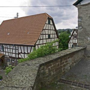 Hinter der Kirchenburg