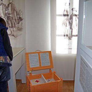 Interaktives Museum: Munitionskisten können geöffnet werden u. enthalten Informationen
