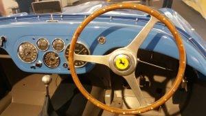Ferrari Holzlenkrad, ohne Servo-Unterstützung